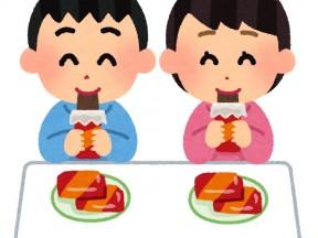 おやつを食べる子供達